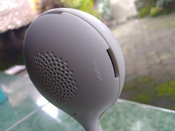 selain camera, Smart Indoor Static IP ini dilengkapi speaker, mic dan slot micro SD, night mode camera serta kemampuan deteksi cahaya menggunakan sensor